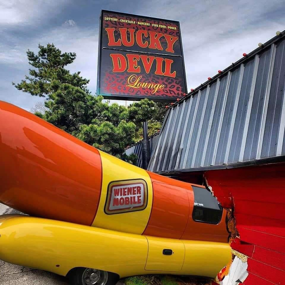 Memes Wiener Mobile crashes into club
