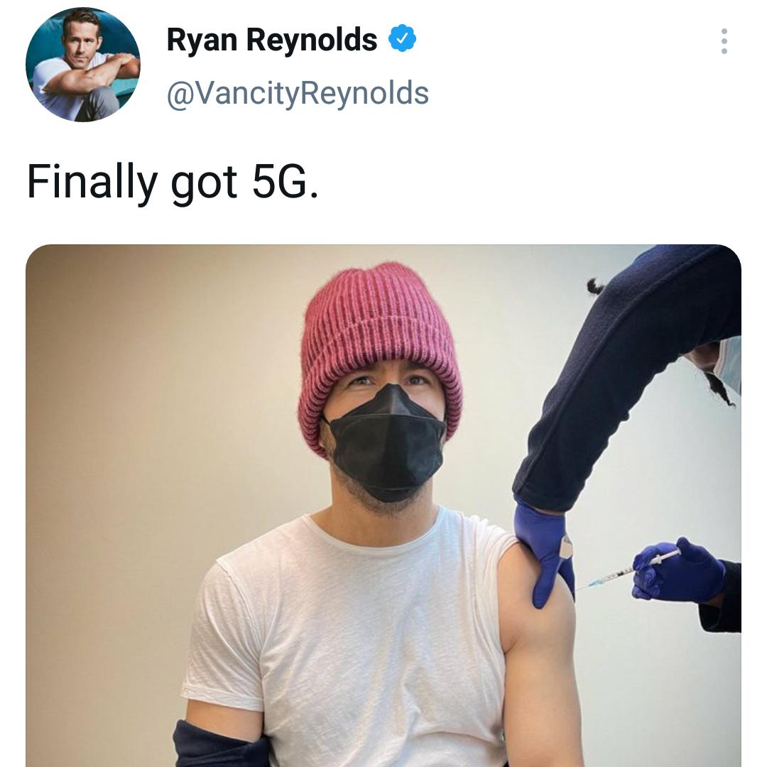 Memes Ryan Reynolds COVID-19 vaccine shot