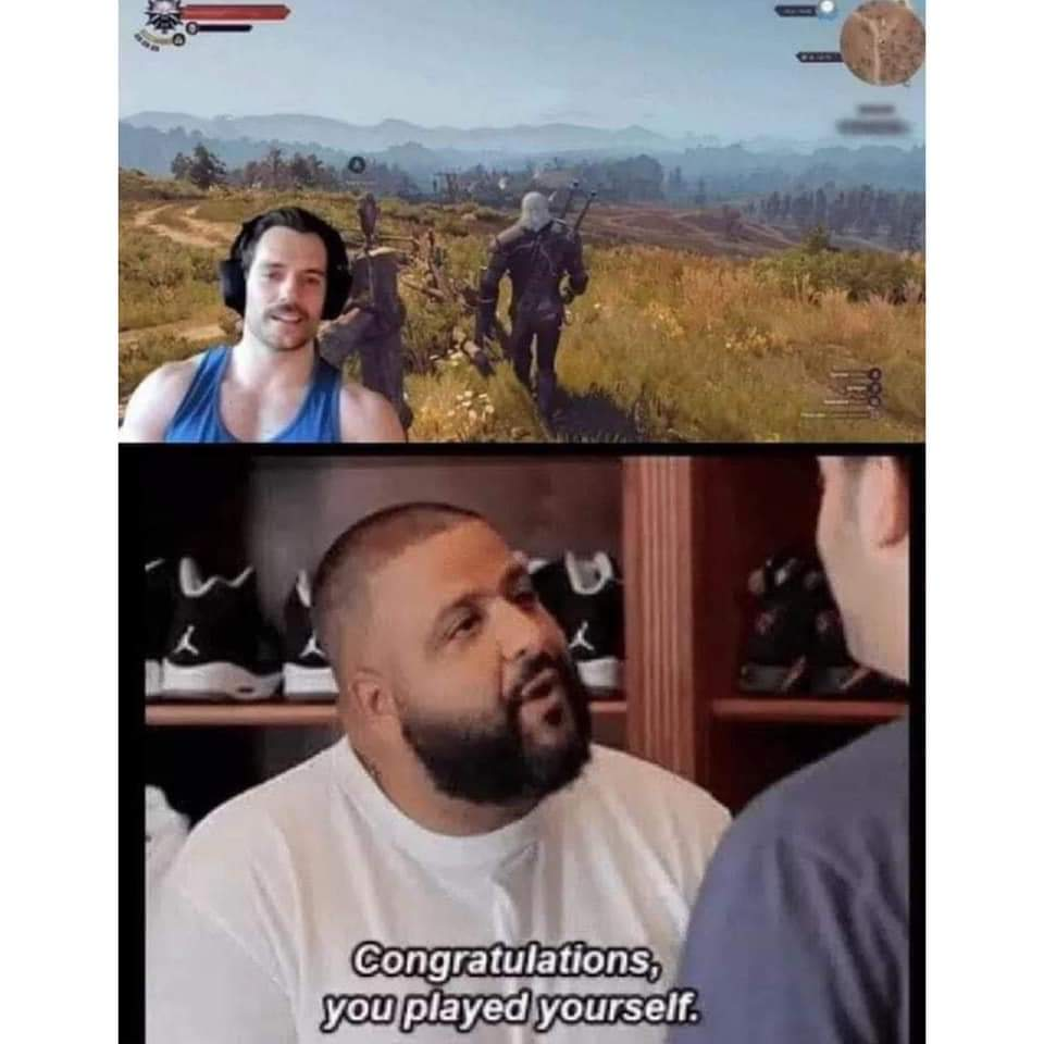 Memes Henry Cavill playing the Witcher video game