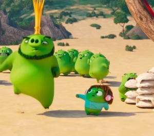 Green pig king dancing on island The Angry Birds Movie 2
