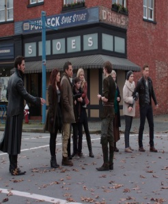 Peter Pan freezes the heroes once upon a time ABC Robbie Kay