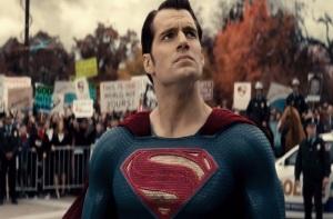 People protesting superman Batman Vs Superman: Dawn of Justice Henry Cavill