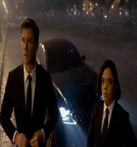 Agent H and agent M on the case Men in Black international Tessa Thompson Chris Hemsworth
