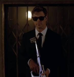 Agent H saves Paris France from hive aliens Men in Black international Tessa Thompson Chris Hemsworth