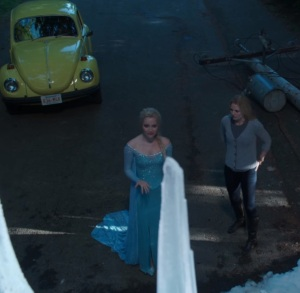 Emma Swan meets queen Elsa once upon a time Jennifer Morrison