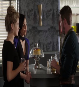 Tinkerbell and Regina meet Robin Hood once upon a time ABC