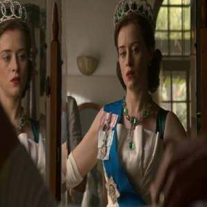 The Crown queen Elizabeth II with Emerald necklace Claire Foy