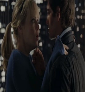 Peter Parker kisses Gwen Stacy The Amazing Spider-Man Andrew Garfield