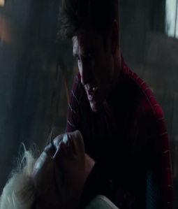 Peter Parker crying over dead Gwen Stacy The Amazing Spider-Man Andrew Garfield