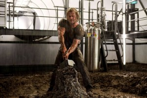 Thor 2011 thor tries to reclaim his hammer Chris Hemsworth Natalie Portman Tom Hiddleston