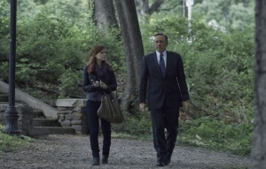 House of Cards Frank Underwood and Zooey Barnes in the park Netflix