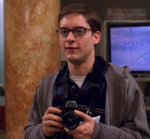 Peter Parker taking pictures school field trip Spider-Man 1 Tobey Maguire